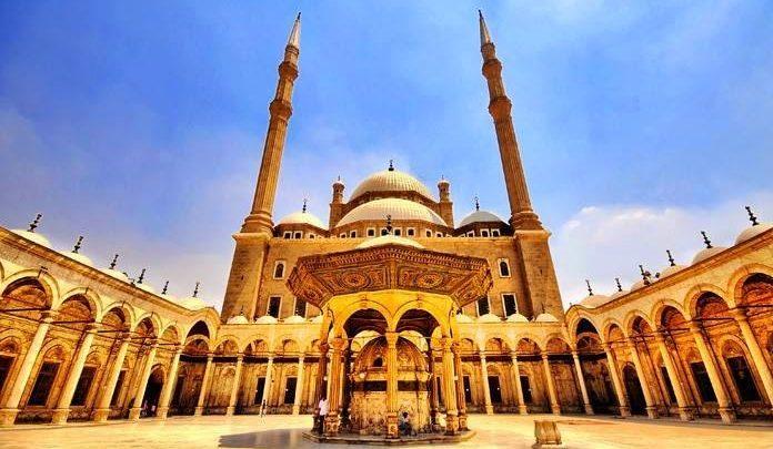 مفكر عربي يوجه رسالة إلى شعب مصر